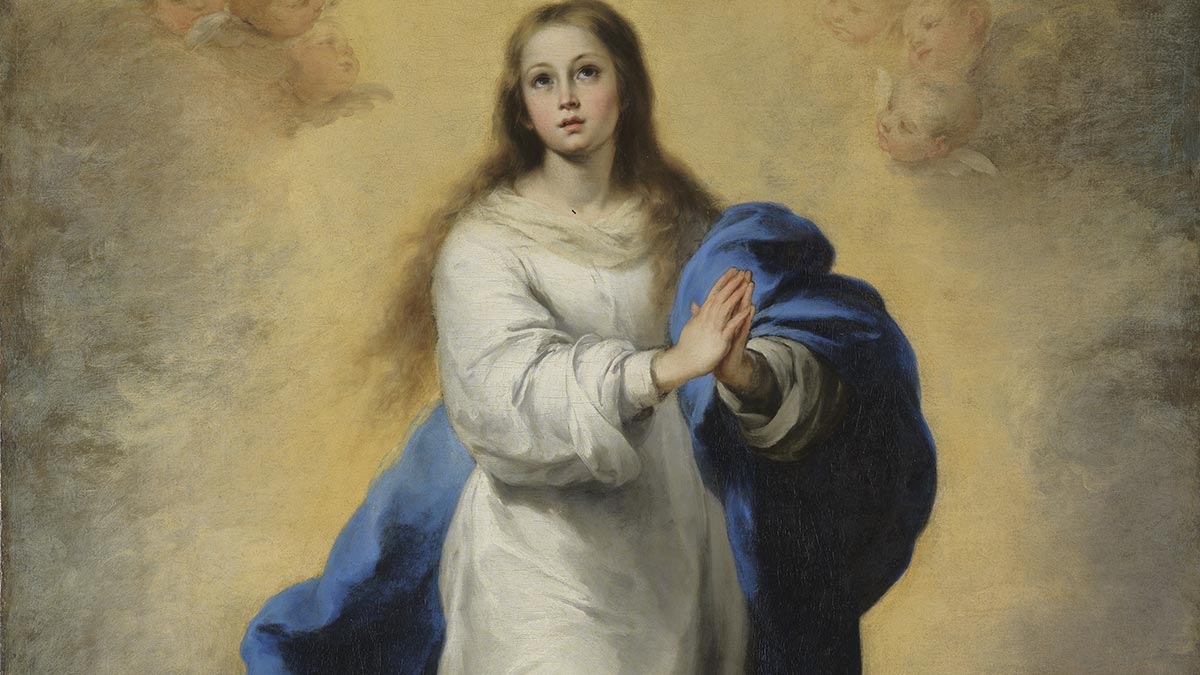 Woman praying in a white robe with a blue cloth wrapped around