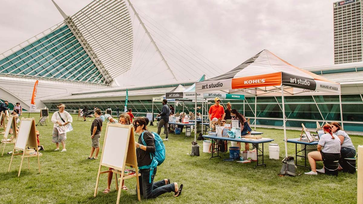 Photo of families making art outdoors at the Milwaukee Art Museum